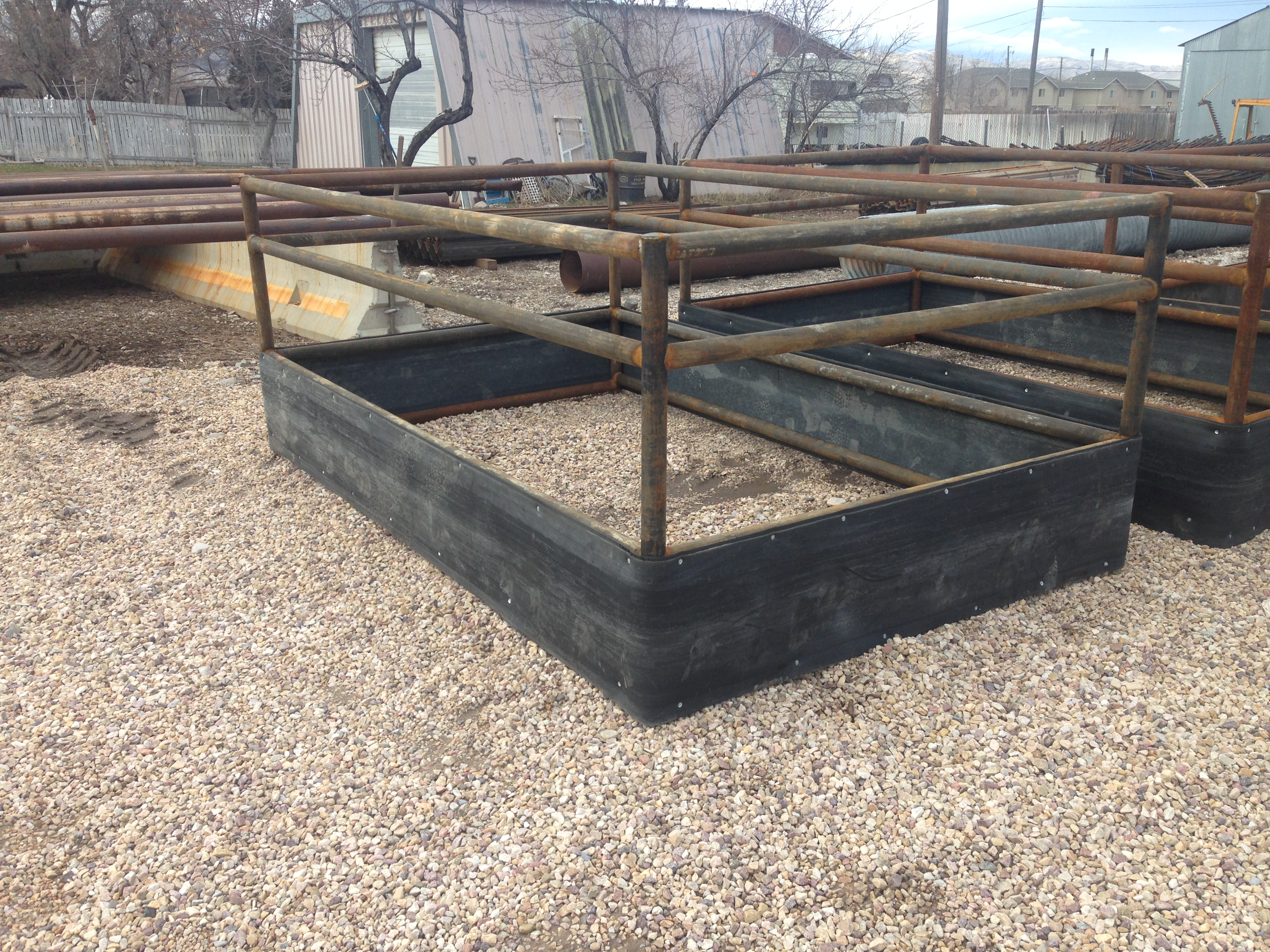 tarter single feeders rounded a features pin grain rack priefert welded hay horse s and metal feeder